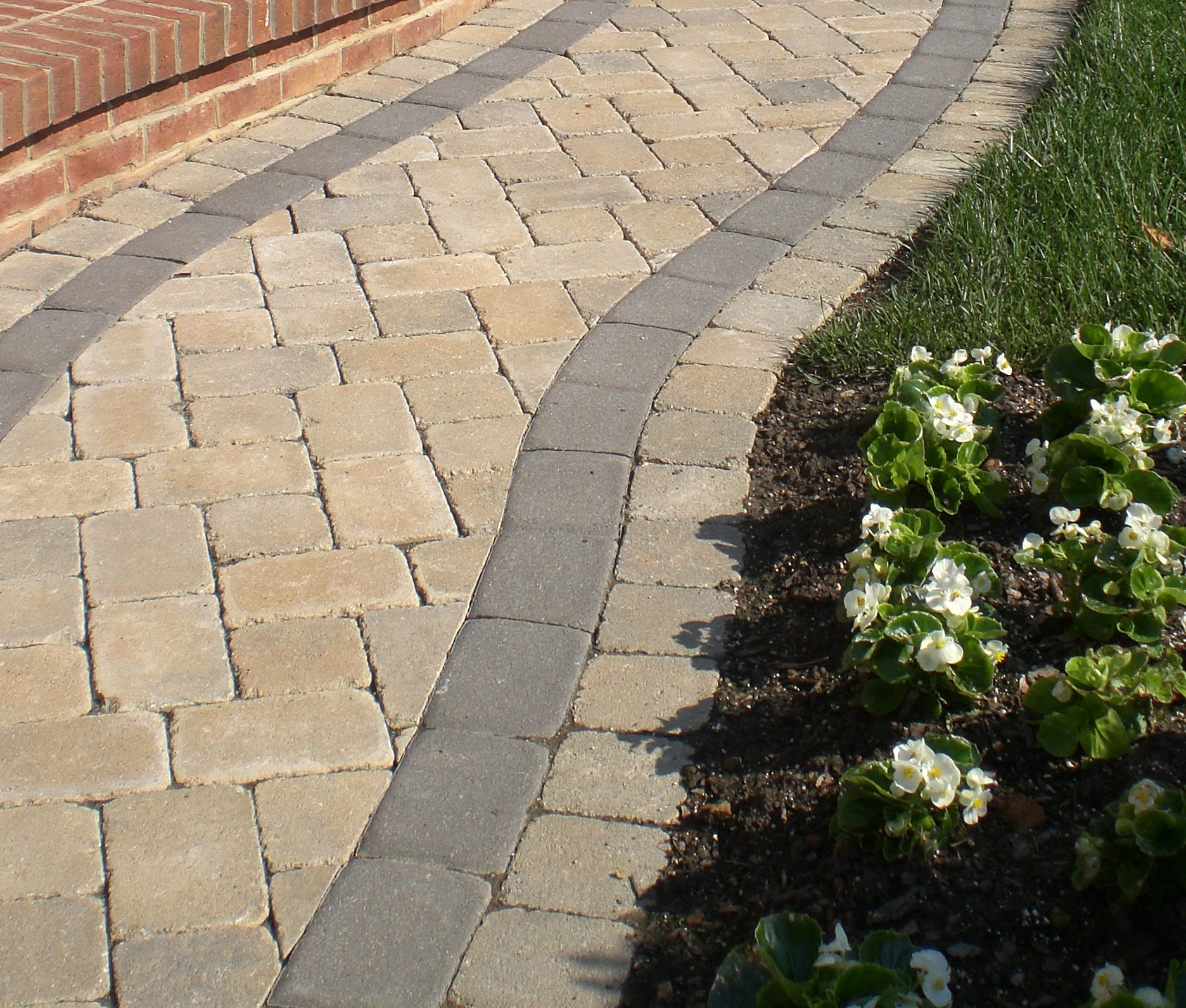 Brentwood to feature new reading rock pavers brentwood for Landscaping rocks you can walk on